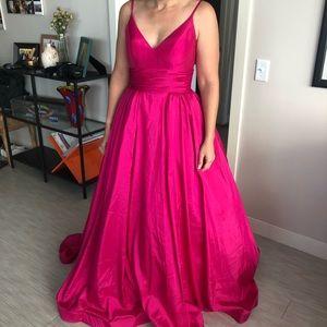Mac Duggal Gown Sz 4